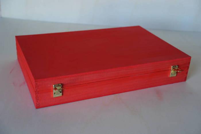 Maleta teñida rojo